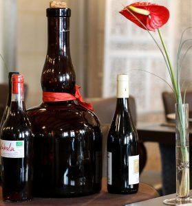 Vin Rouge Bio Hurluberlu Restaurant Le Douze de Luynes, pres de Tours, Chateaux, Loire Valley, France