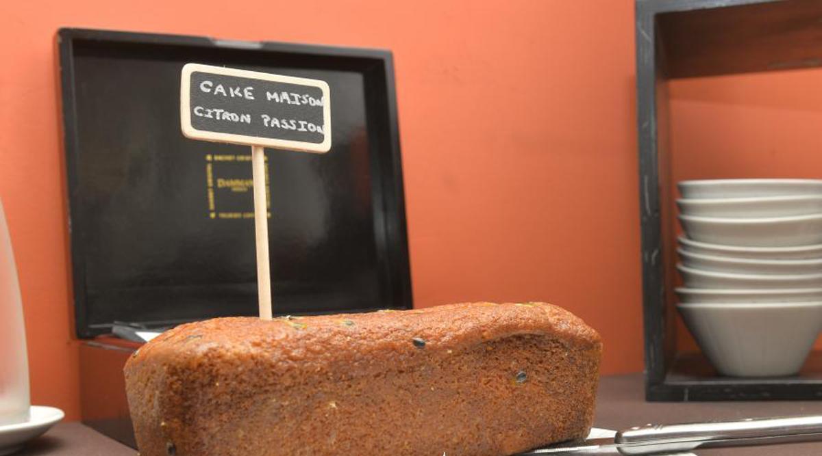 Cake maison, Petit Dejeuner, Hotel de Charme, Le XII-Douze de Luynes, pres de Tours en Touraine, Loire Valley