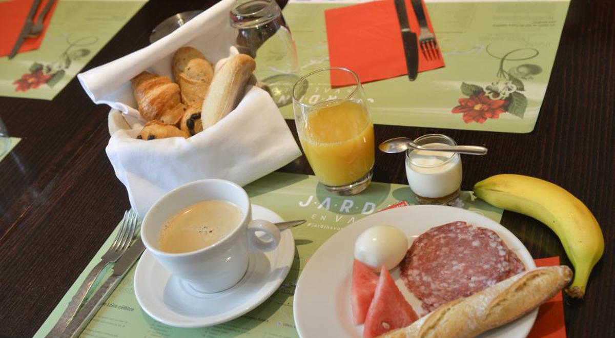 Petit Dejeuner, Hotel de Charme, Le XII-Douze de Luynes, pres de Tours en Touraine, Loire Valley