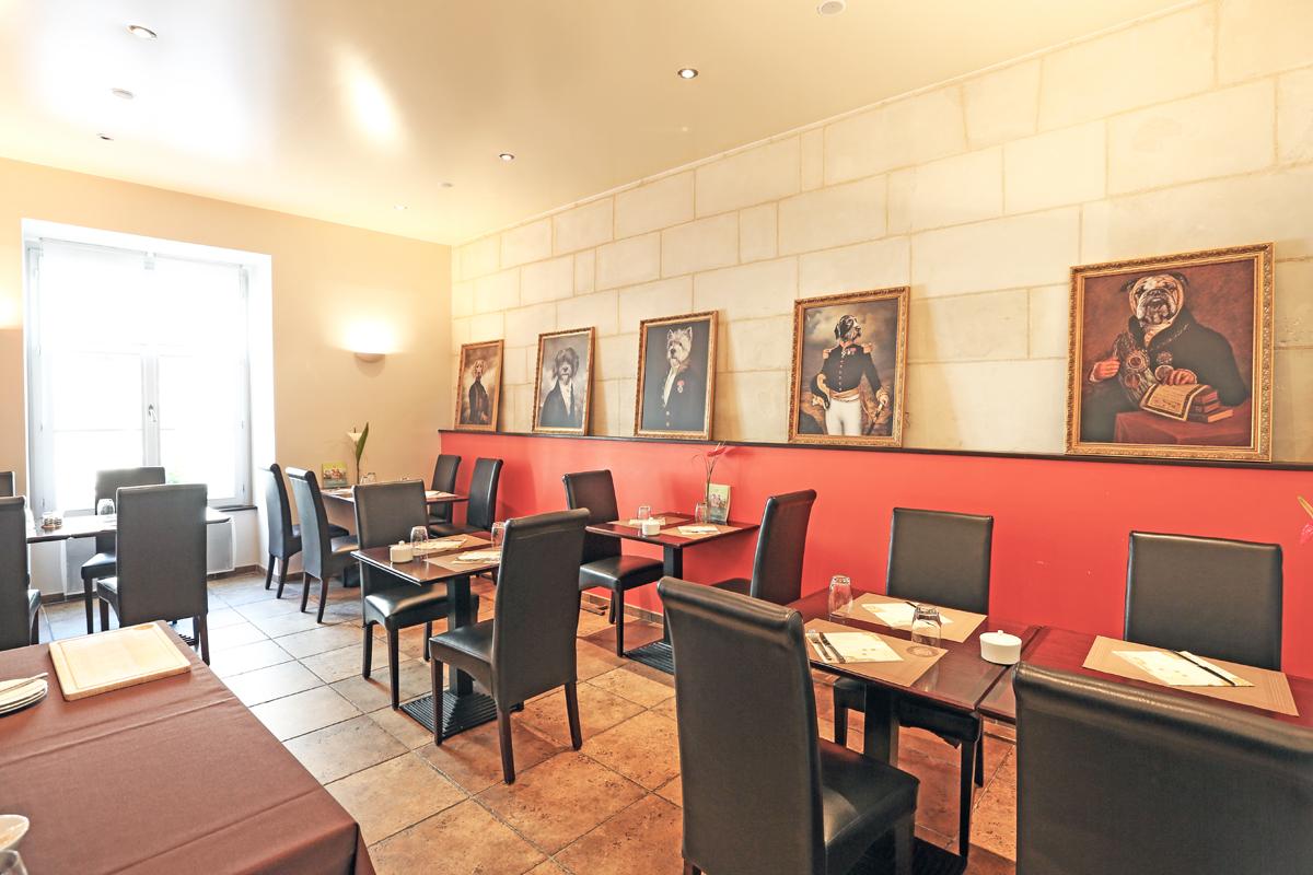 Salle Petit Dejeuner, Hotel de Charme, Le XII-Douze de Luynes, pres de Tours en Touraine, Loire Valley