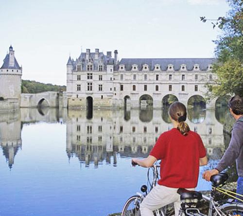 Vélo au bord de la Loire, près de l'Hotel de Charme, Le XII-Douze de Luynes