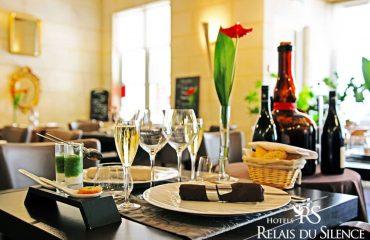 Salle Restaurant Le Xii-Douze de Luynes, pres de Tours, Loire Valley en Touraine