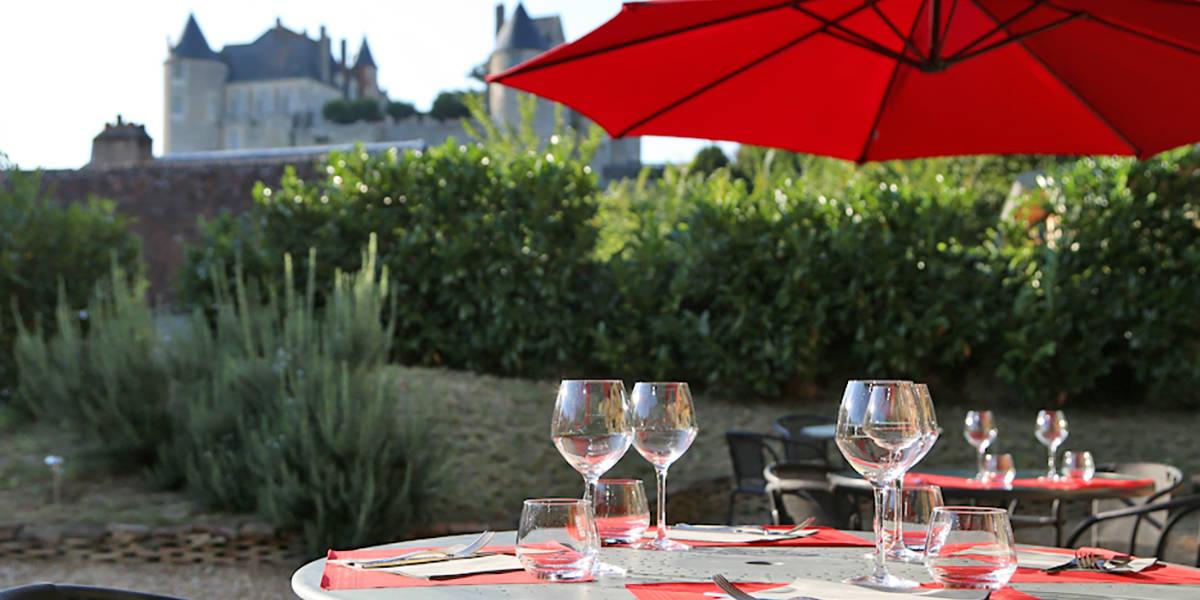 Terrasse Hotel, Restaurant Le XII-Douze de Luynes, proche Tours, Loire Valley, Touraine, France